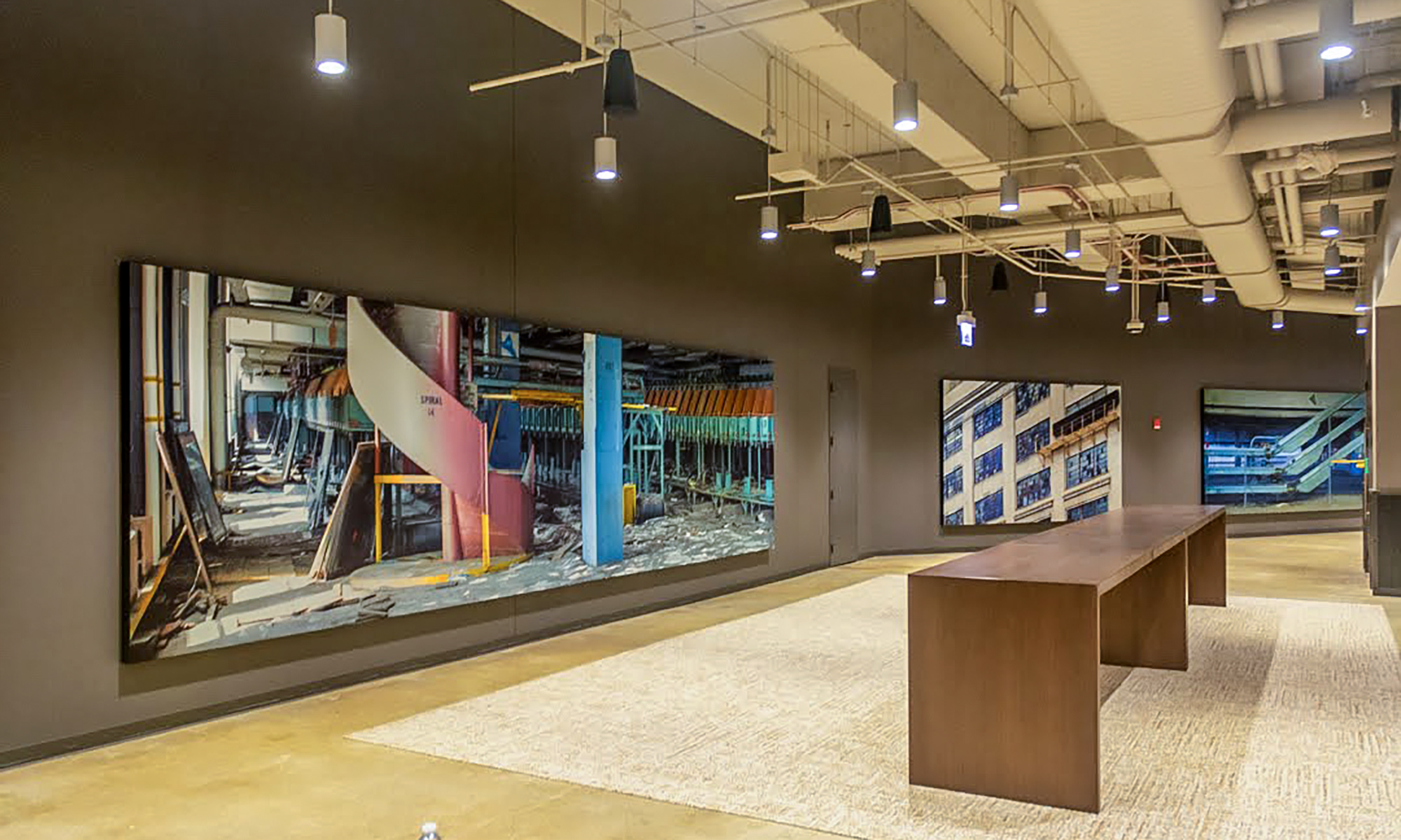ER2 Image Group mitered the REX Frame SEG extrusions, painted them black, and mounted them to the walls of the Old Post Office in Chicago. This project was part of the largest redevelopment of a building in the US.